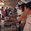 Olly-Steven Borong Ta'jil di Pasar Ramadhan